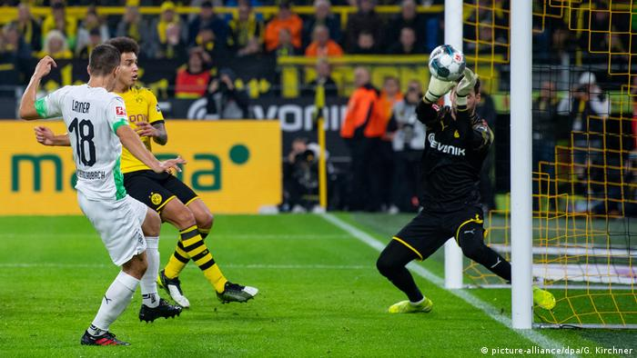 Bundesliga Dortmund Topple Gladbach In Battle Of The Borussias Sports German Football And Major International Sports News Dw 19 10 2019