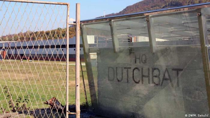 Bosnien und Herzegowina Srebrenica | Im Potocari Memorial Center wurde ein niederländischer Bataillonslastwagen aufgestellt (DW/M. Sekulić)