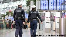 Deutschland Streik Ufo-Flugbegleiter | Flughafen Düsseldorf | Polizei