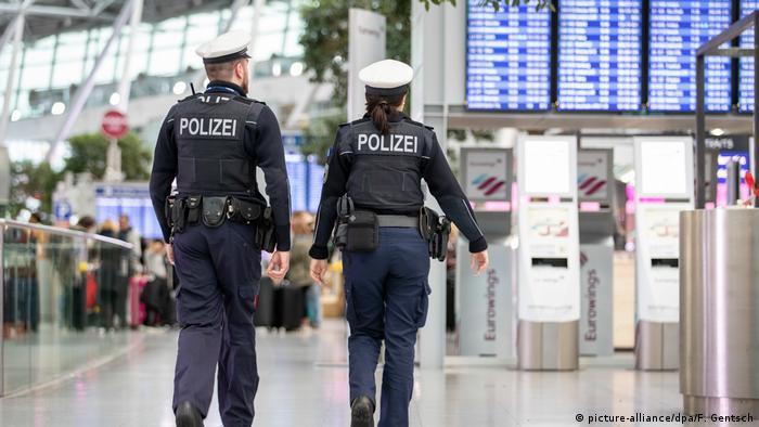 Deutschland Streik Ufo-Flugbegleiter   Flughafen Düsseldorf   Polizei
