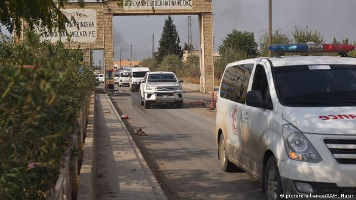 Syrien Kurdenmilizen beginnen Rückzug aus Nordsyrien (picture-alliance/AA/H. Nasir)