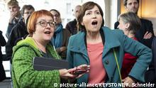 Greens president Regula Rytz (right) and Natalie Imboden react to vote returns (picture-alliance/KEYSTONE/P. Schneider)