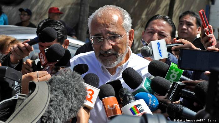 Carlos Mesa da declaraciones a la prensa
