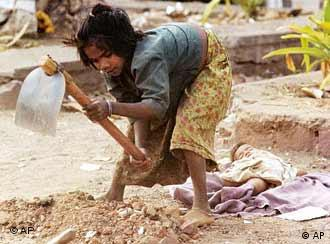 A young girl working as labourer in Bhopal, India