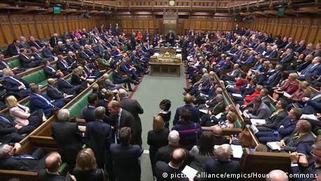 Βρετανία: Θα περάσει η κυβερνητική πρόταση για πρόωρες εκλογές;