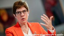 Annegret Kramp-Karrenbauer im Interview zu Sicherheitszone in Syrien (picture-alliance/dpa/M. Kappeler)