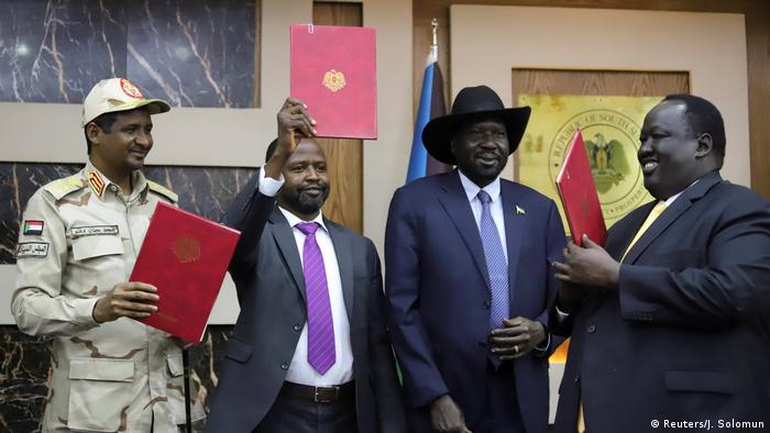 Government and rebel representatives at the signing in Juba (Reuters/J. Solomun)