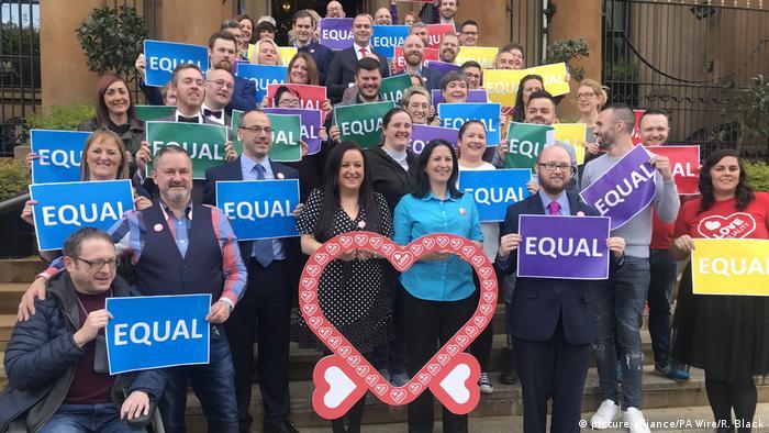 Демонстрація на підтримку одностатевих шлюбів у північноірландському Белфасті