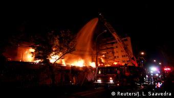 W stolicy Chile Santiago płoną domy, dewastowane są sklepy