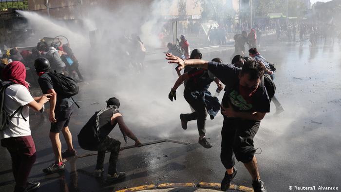 Chile Proteste Zusammenstöße mit der Polizei (Reuters/I. Alvarado)