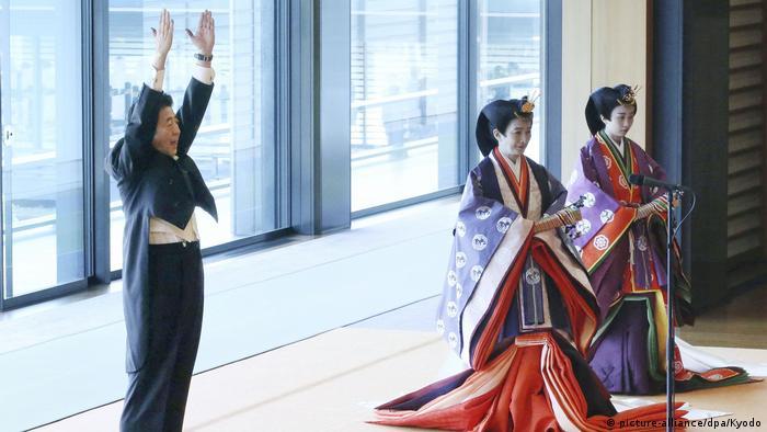 Japan Inthronisation Kaiser Naruhito in Tokio | Shinzo Abe, Premierminister (picture-alliance/dpa/Kyodo)