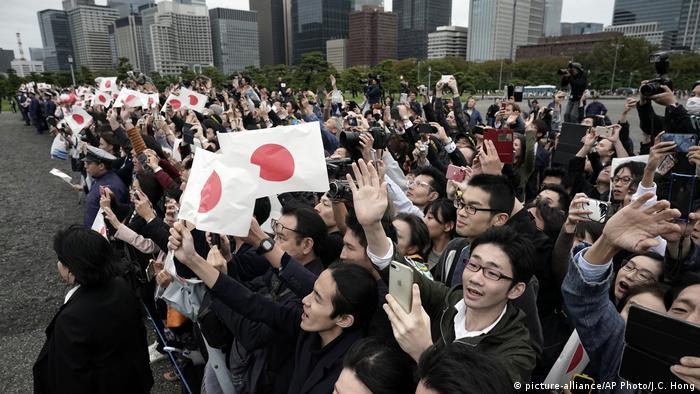 امپراتور ژاپن مقامی نمادین دارد و نقش مهمی در زندگی سیاسی کشور ایفا نمیکند.