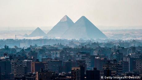 Podium zamyka Kair. Jeśli chcesz poznać bogactwo starożytnego Egiptu, w przyszłym roku musisz koniecznie odwiedzić Wielkie Muzeum Egipskie. Koszty budowy obiektu przekroczyły już 1 mld dolarów. Ma się w nim znaleźć 100 tys. eksponatów, w tym kolekcja skarbów z grobowca Tutanchamona. Muzeum będzie miało powierzchnię 24 tys. m², co uczyni je największym muzeum świata, poświęconym jednej cywilizacji.