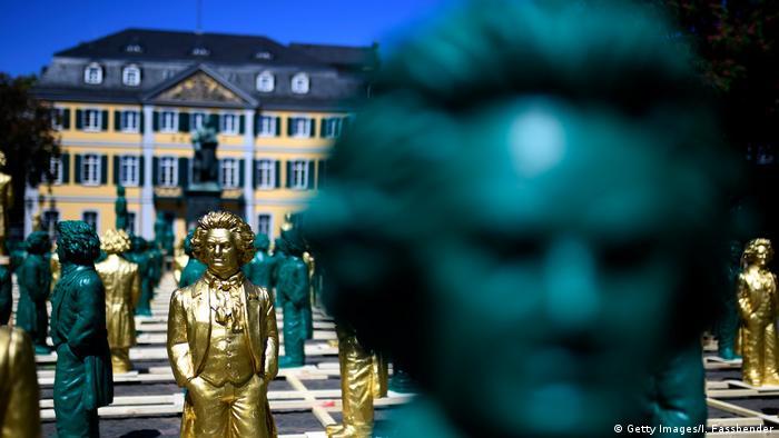 Estátuas de Beethoven em Bonn, cidade onde o compositor nasceu no oeste alemão