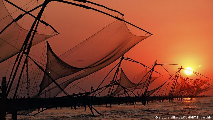 Sun goes down on Kochi, in India (picture-alliance/DUMONT Bildarchiv)