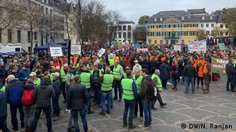 Αγρότες συγκεντρωμένοι στην κεντρική πλατεία της Βόννης
