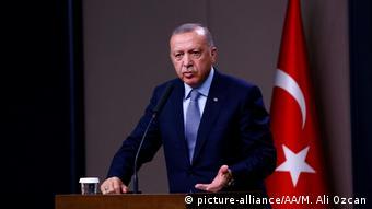 Türkei Erdogan PK vor der Reise nach Sotschi (picture-alliance/AA/M. Ali Ozcan)