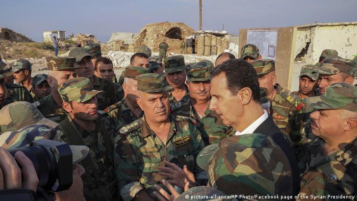 Bašar al Asad je, kao predsednik, ujedno i vrhovni komandant vojske