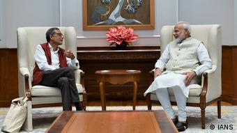 Indien Neu-Delhi Premierminister Narendra Modi trifft Nobelpreisträger Abhijit Banerjee