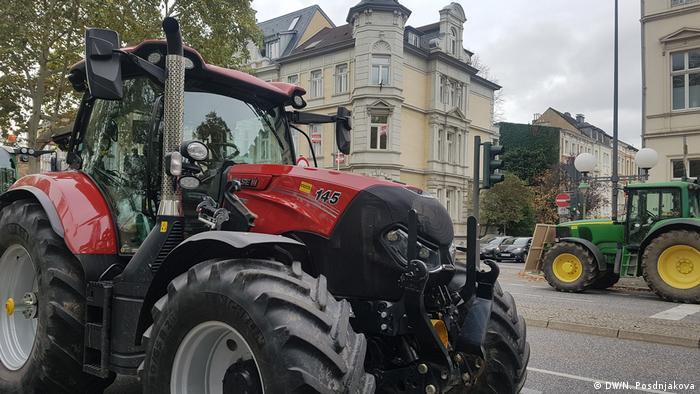 Трактор на улице Бонна