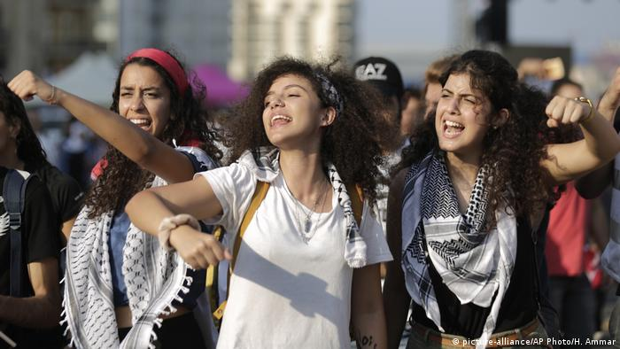 Lebanon Protests (picture-alliance/AP Photo/H. Ammar)