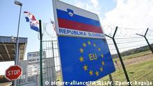 24.10.2016., Croatia, Preseka - At border crossings Preseka-Sredisce ob Dravi, Slovenians setting panel fence. Photo: Vjeran Zganec-Rogulja/PIXSELL |