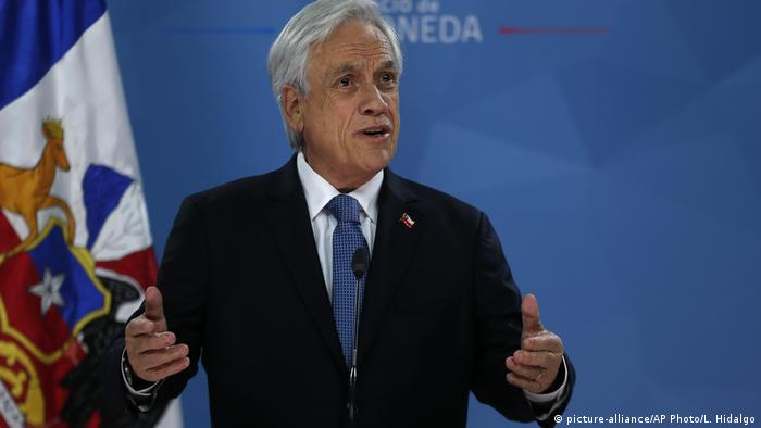 Chile president Sebastián Piñera in front of the Chilean flag