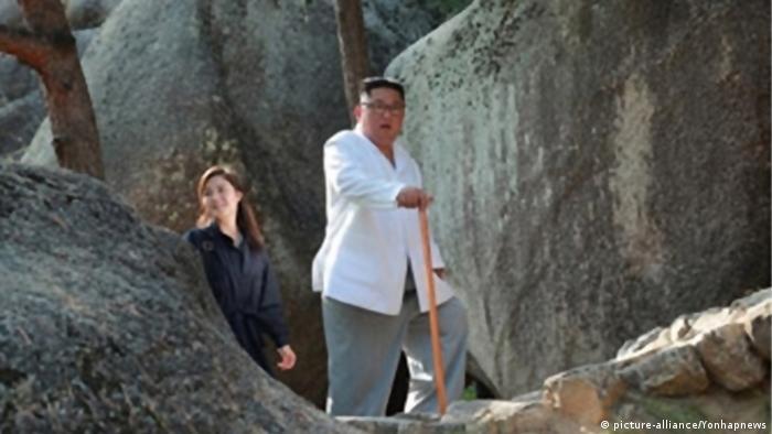 Kim Jong Un visits Mount Kumgang with his wife