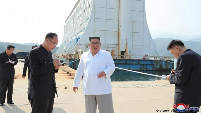 Kim Jong Un visits the South Korean facilities on Mount Kumgang