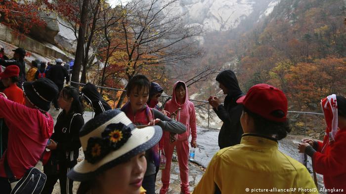 Tourists visit Mount Kumgang