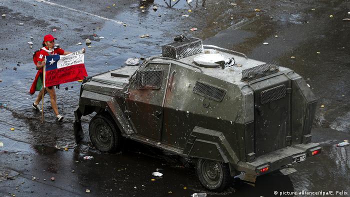 El Gobierno de Sebastián Piñera tuvo que modificar radicalmente su agenda política debido a las protestas. (picture-alliance/dpa/E. Felix)