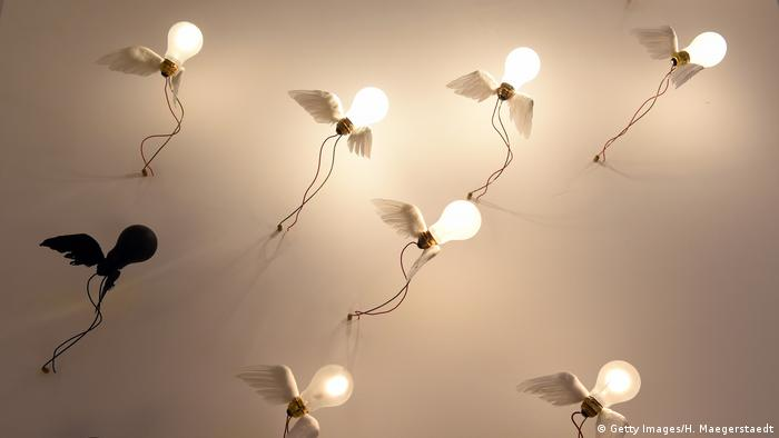 Seven bulbs have been fixed to a wall by means of electrical wires serving as decorative elements.