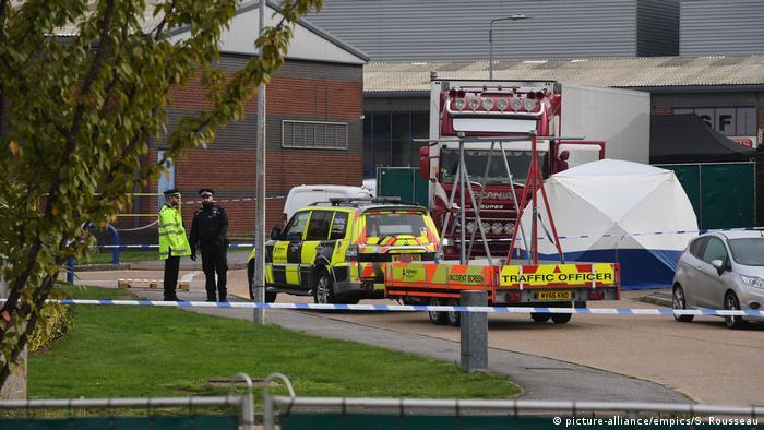 صدمة عقب العثور على 39 جثة داخل شاحنة شرقي لندن