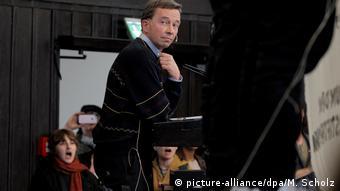 Hamburg   AfD-Mitgründer Lucke versucht Uni-Vorlesung zu halten Menschen Demonstrieren
