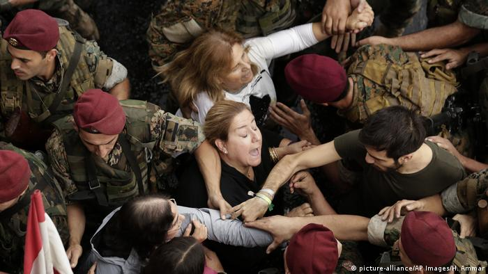 Libanon Beirut Proteste (picture-alliance/AP Images/H. Ammar)