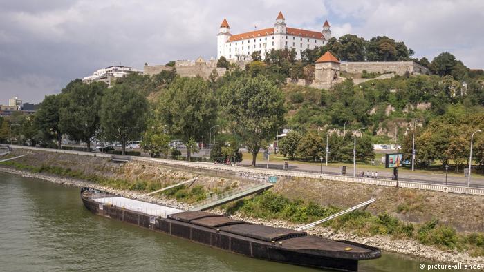 Blick zur Burg Bratislava, Slowakei (picture-alliance)