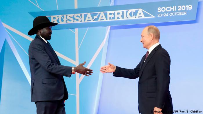 Presidente sul-sudanês, Salva Kiir, e homólogo russo, Vladimir Putin