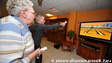 Frankreich Ältere Menschen spielen Nintendo Wii