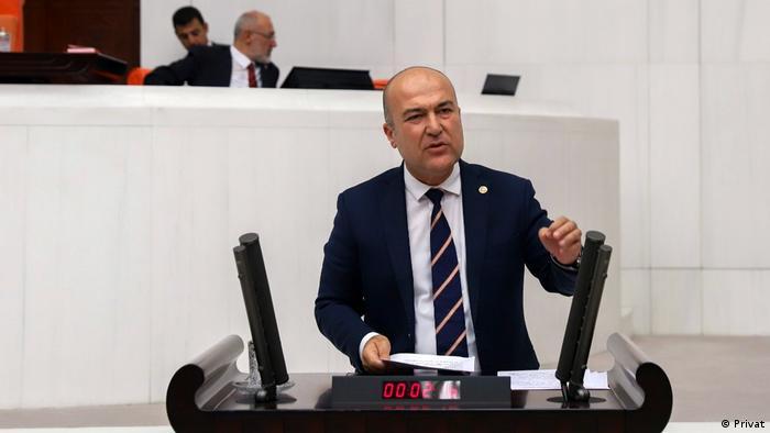 Der CHP-Abgeordnete Murat Bakan hat sich schon lange für die Geiseln eingesetzt