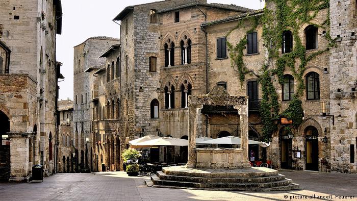 Italien Piazza della Cisterna in San Gimignano