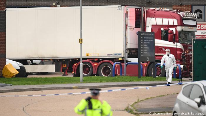 Großbritannien Grays 39 Tote in Container entdeckt (picture-alliance/empics/S. Rousseau)