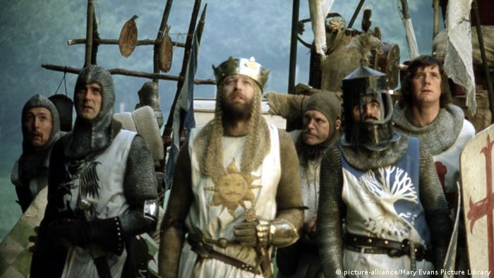 Film still 'Monty Python and the Holy Grail' 1975 picture-alliance/Mary Evans Picture Library)
