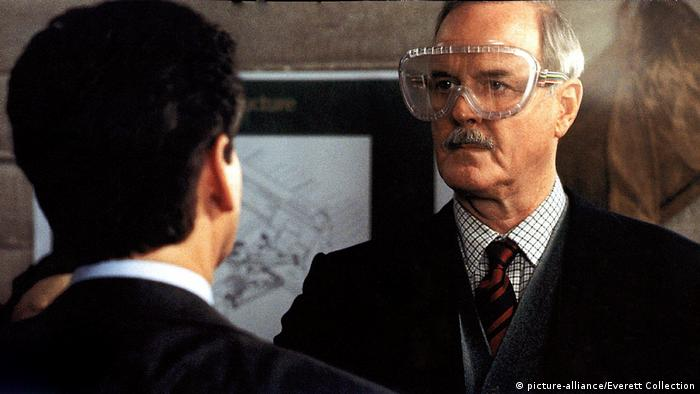 Film still 'Die Another Day' with John Cleese (picture-alliance/Everett Collection)