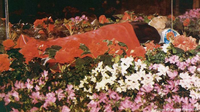 Nordkorea 1994   einbalsamierter Körper von Kim Il Sung (picture-alliance/AP Photo/KCNA)