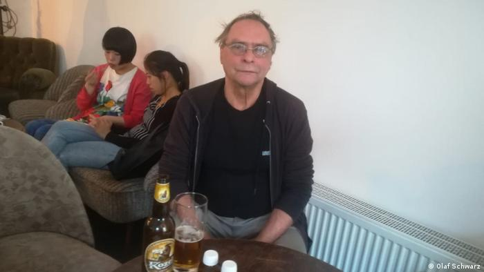 Picture of Olaf Schwarz in a Berlin cafe