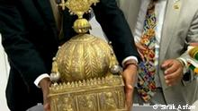 Hidden for 21 years, Ethiopian crown set to return home Titel : A priceless 18th-century Ethiopian crown is set to be returned from the Netherlands to Addis Ababa after a one-time refugee found it in a suitcase and hid it in his apartment for two decades. The ornate gilded copper headgear, featuring images of Christ and the Twelve Apostles, was unearthed after refugee-turned-Dutch-citizen Sirak Asfaw contacted Dutch 'art detective' Arthur Brand. Sirak, a former Ethiopian refugee who today works as a management consultant for the Dutch government, fled the country during the late 1970s during the so-called Red Terror purges. Autor/Copyright: Sirak Asfaw Schlagworte: Ethiopia , Addis Ababa , Äthiopien, Netherlands , Sirak Asfaw