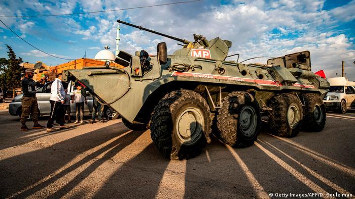 Syrien Krieg Grenze Türkei | Russische Militärpolizei in Amuda (Getty Images/AFP/D. Souleiman)