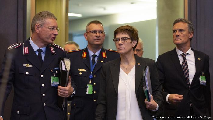 Belgien   Annegret Kramp-Karrenbauer auf Nato-Treffen