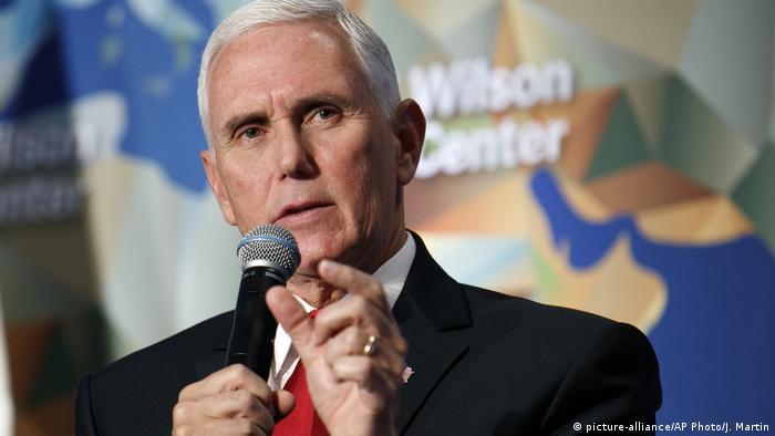 Washington Rede Mike Pence Beziehungen USA China (picture-alliance/AP Photo/J. Martin)