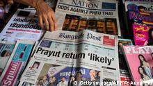 Thailand Bangkok Zeitungskiosk mit Zeitungen